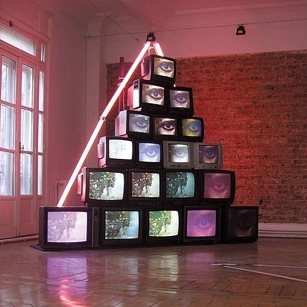 Cathode Ray Tube Pyramid - The Great Cathode Ray Tube Pyramid is an astronomical configuration, which is said to align with the stars in Orion's belt. As well, alien theorists often point to the fact that our pyramid is in way better shape than others built centuries later.