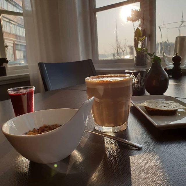 Frukost på villan för under hundralappen! Unna dig en vid frukost hos oss endast för 99:- imorgon! Varmt välkomna mellan 8.00 - 10.00  #frukost #eriksberg #hotellvillan #disponenten