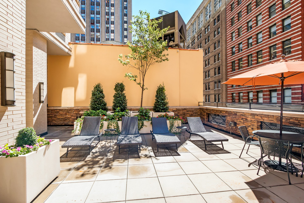 Roof terrace and a roof deck - 2 incredible common outdoor spaces for you to relax after a long day of work. Enjoy sun-tanning, people watching or have some friends over for a drink and enjoy the spectacular open NYC views.