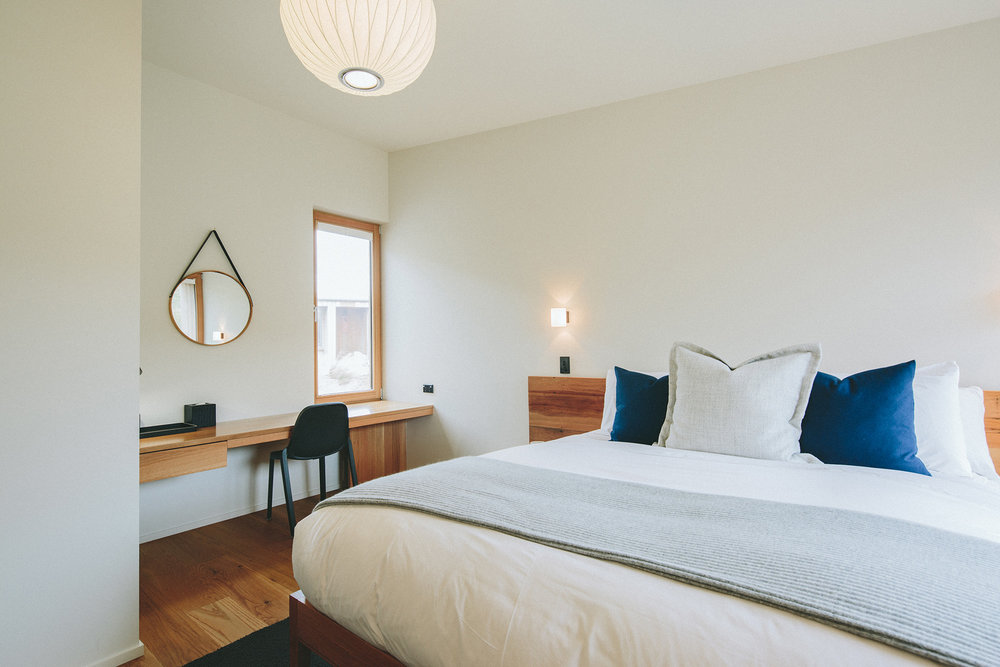PACKAGE 3 - QUEEN SIZE W/ PRIVATE BATH Features:Private Bath,Ocean Views,Air Conditioning,Modern Suite, Queen Size Bed