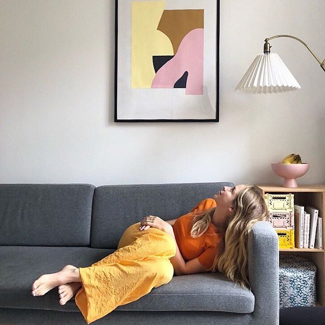 Our kind of interior 🧡 Martyna looking satisfied after placing our new painting in Sisse's livingroom. It comes from many sketches we did in the process of designing our tufted rugs. There's still a lot of nice illustrations we need to apply for things. What do you think of a series of posters? 😉