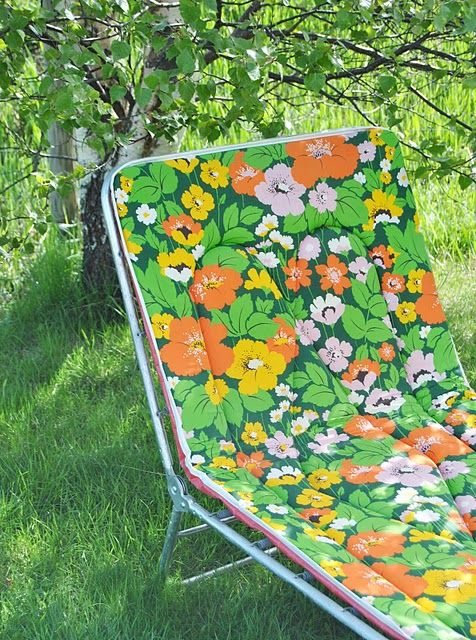 Check out this cool lawn chair I found on a website in a language that I can't read