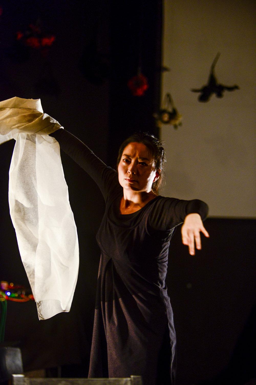 Jeungsook Yoo dances  salpuri.