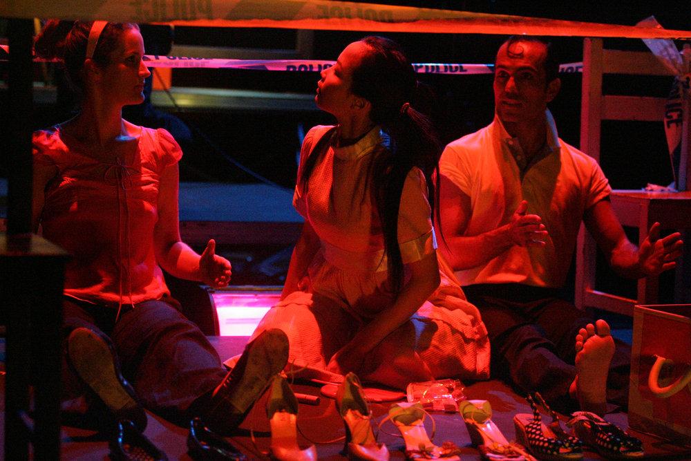 Claire Lindsay, Amy Ka Man Tam, Beto Ruiz. Esplanade Theatre on the Bay, Singapore, 2004.