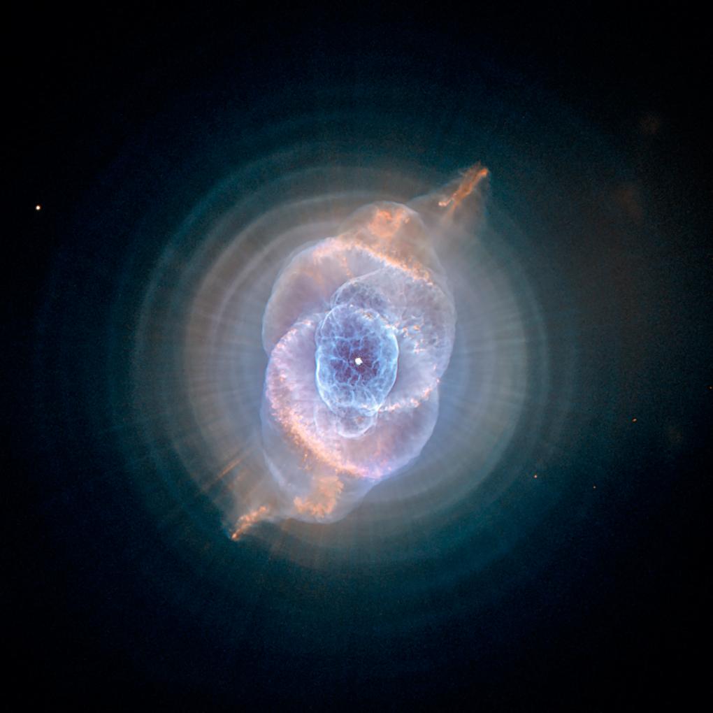 هذه واحده من أجمل الصور التي إلتقطها هابل لأحد الأشكل السماوية تعرف بإسم Cat's Eye Nebula  أو عين القط وتم إلتقاطها سنة 2004