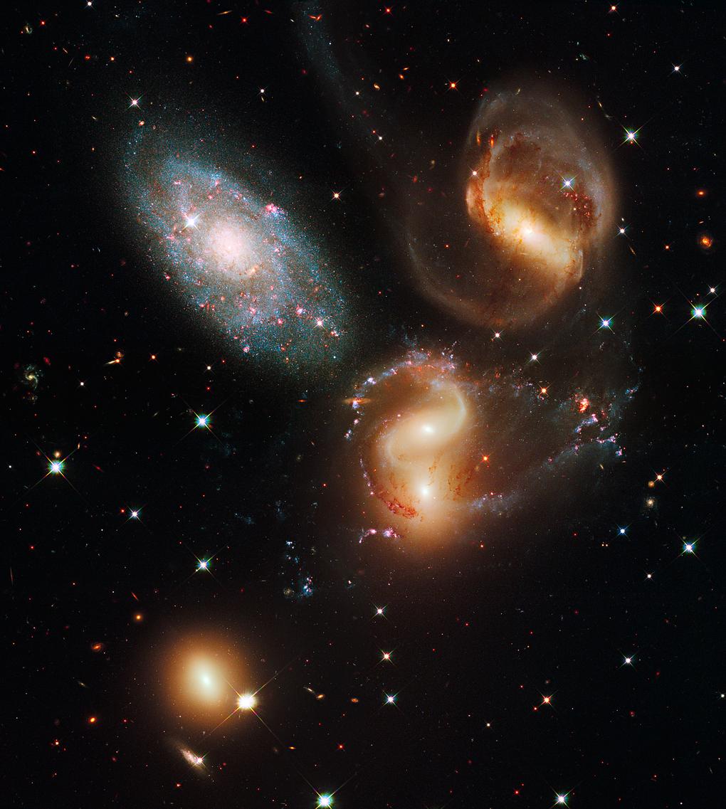 صورة مدهشة إلتقطت عام 2009 وتعرف بإسم Stephan's Quintet وهي تظهر مجرات من بعيد! شاهد الخلق البديع!