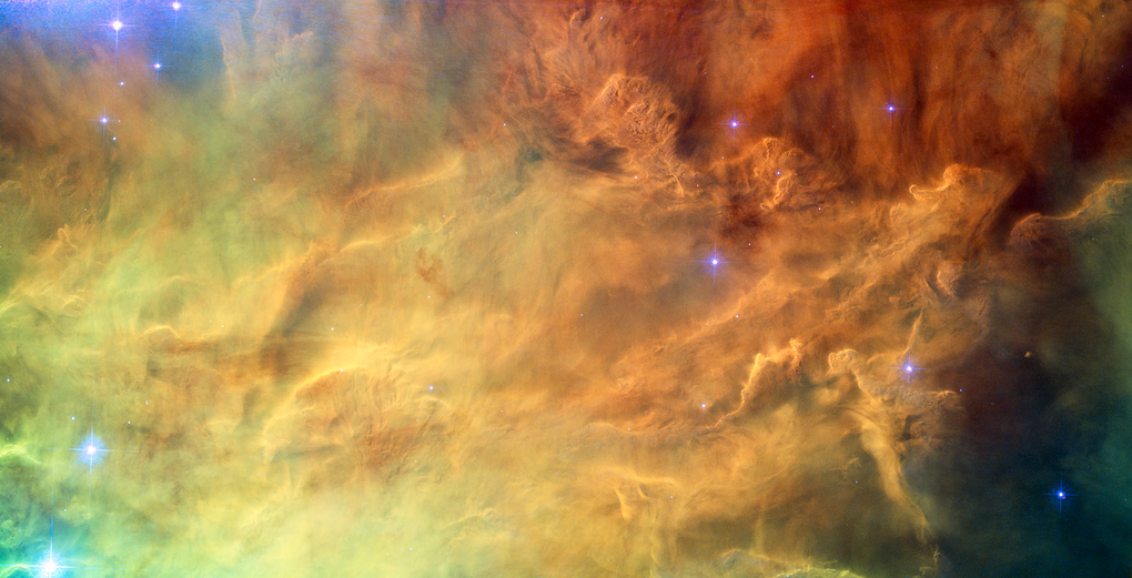 هذه الصورة تم إالتقاطها سنة 2010 وهي لما يعرف ب Lagoon Nebula وهو عبارة عن إشعاعات من نجوم يافعة تشع مواد مختلفة في سديم السحاب حولها