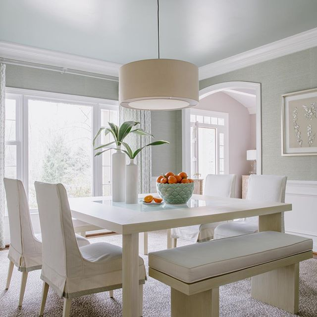 Spring cleaned !  How many days til Spring? Waited in line at the 🚘 wash for almost an hour yesterday, getting the winter sand/salt off. Fairfax County for every inch of snow apply 3 inches of sand/salt.  #readyforspring #diningroomgoals #feelslikespring #interiordesign #interiordesigner #interiordecorating #diningroomdecor #lovemyjob