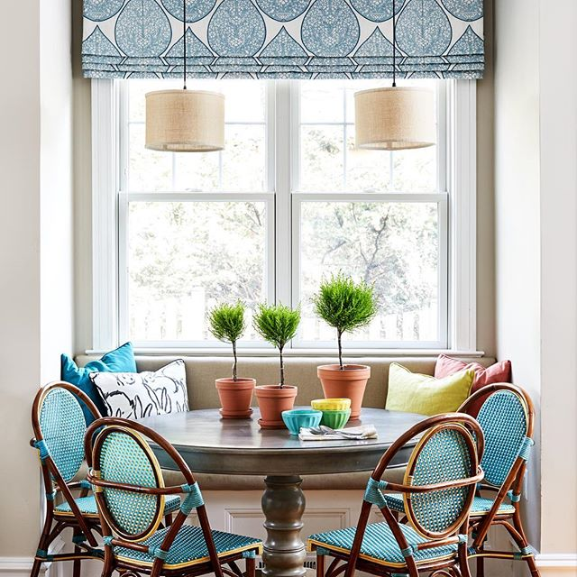 Family friendly dining, features this month in @virginialiving Home Magazine. Custom banquet in @sunbrella with easy clean chairs. #pamelaharveyinteriors #interiordesign #interiordesigner #arlingtondesigner #kitchenbanquette #kitchengoals #interiorsdecor #bistrochairs. Photo by @stacyzaringoldberg