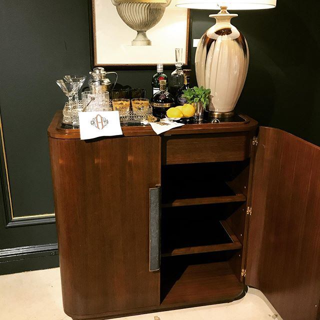 Always on the hunt for a great bar cart.  #highpointmarket #interiordesign #tclpstylespot #interiordesigner @aldenparkes #barcartstyling #barcart #barcartdecor #cocktailbar