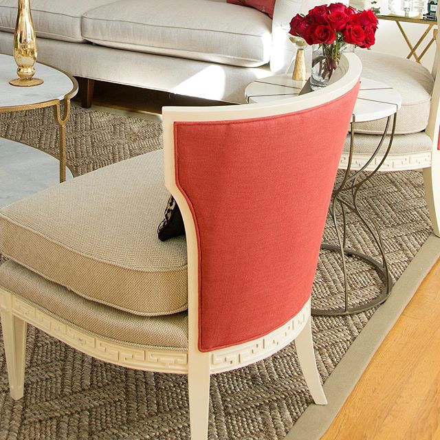 I love to add a pop of color to outside back of a chair. #interiordesign #interiordesigntips #interiordesigner #decor #residentaldesigner #dcdesigner #prettyrooms