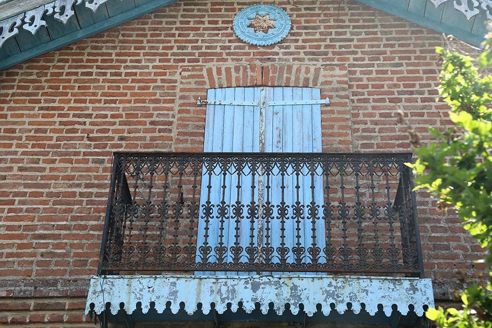 Amymeierdesign_FA_balcony