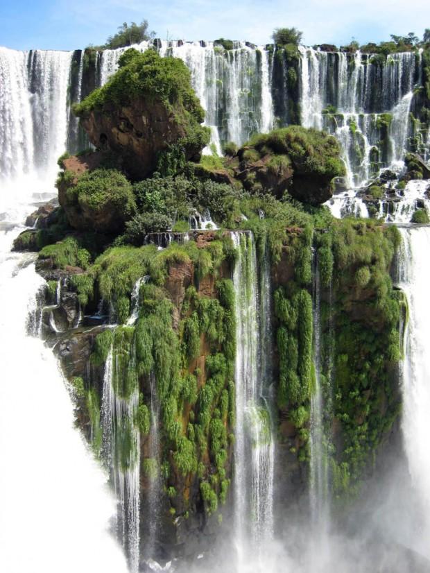 Iguazu Falls, Argentina  Credit: http://beautyharmonylife.com