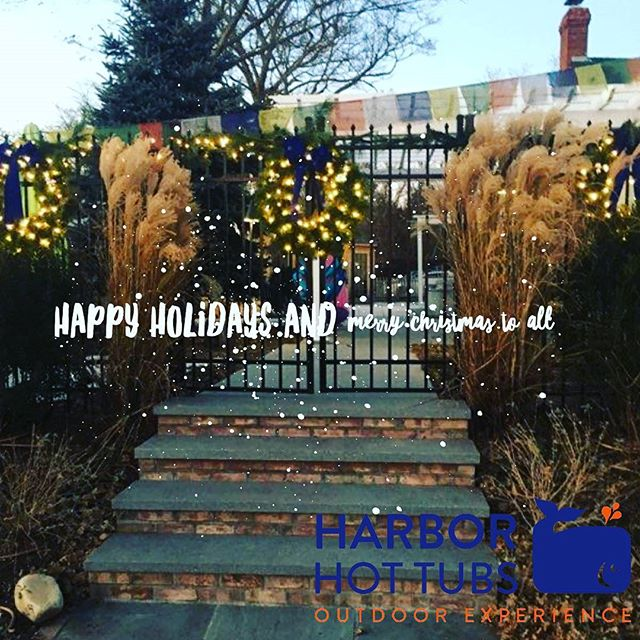 Ho Ho Ho.  The holidays are here!  Merry Christmas and Happy Holidays  #southanpton #hamptonlife #hamptons #village #christmas #raiseurphq  #personalhappiness  #happiness #lights #hottubs #harborhottubs
