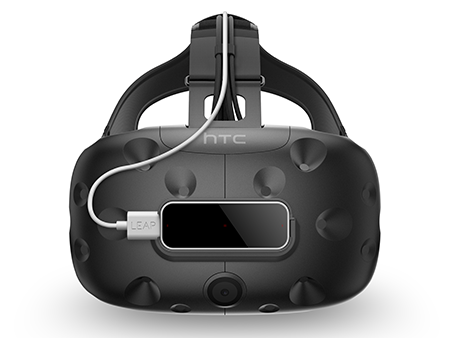 @@@@ Leap Motion Controller mounted on the HTC Vive, front view @@ 安装在 HTC Vive 上的 Leap Motion 控制器,正视图 @@ HTC Viveに装着されたLeap Motion Controller、正面図 @@@@