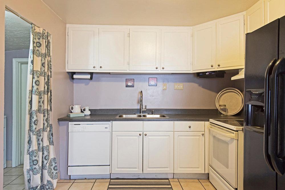 314 E Roosevelt kitchen.jpg