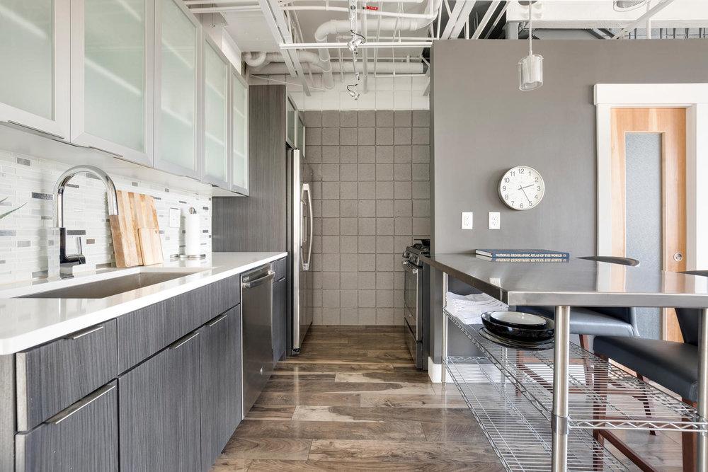 360 W kitchen.jpg