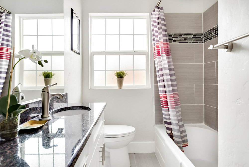 1324 Bathroom.jpg