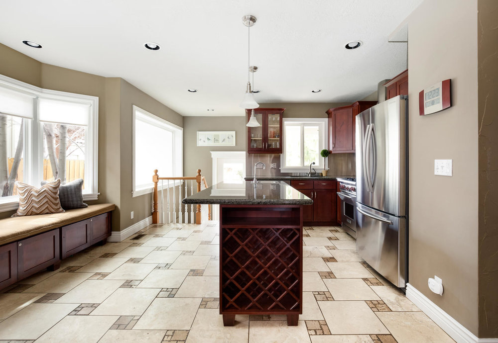 1652 yale kitchen.jpg