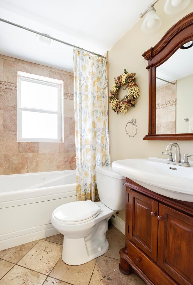 1652 yale bathroom.jpg