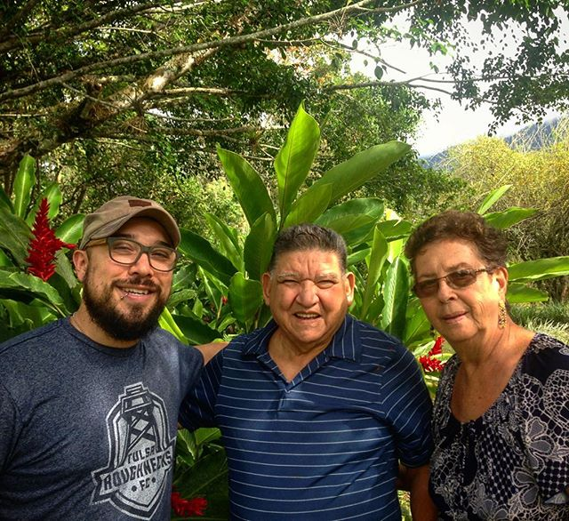 I love getting to hang with my grandparents here in Costa Rica! / Me encanta que estar aquí con mis abuelos en Costa Rica! #puravida #costarica #casademisabuelos #okiesrock
