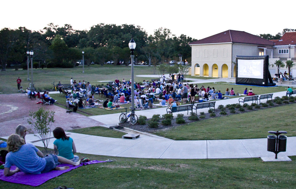 City Parks lawn begging to fill up for Movies  Music on the .JPG