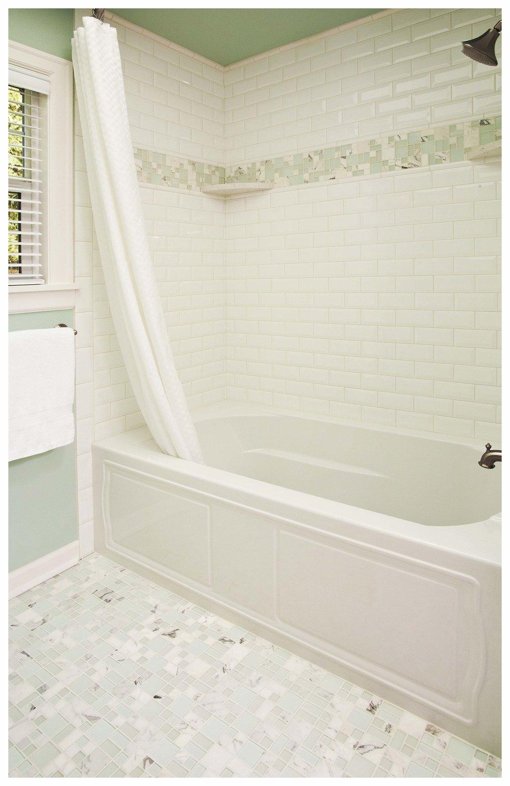 Redmond Cottage Small Bath 2.jpg