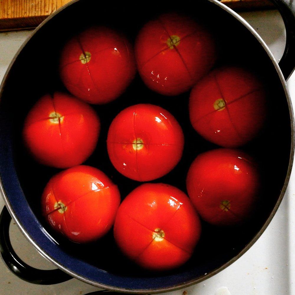 Matbucha Tomaten schälen