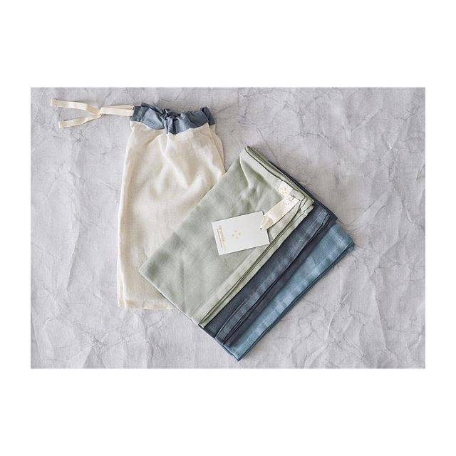 ONE, TWO, THREE 🍈💙🐦 We've got lots of lovely gifts for little ones! This sweet and useful set of 3 muslin squares comes perfectly packed in a drawstring bag. Made from 100% double weave cotton gauze in shades of chambray, bluey grey and aqua #babygifts #newbaby #newmum #camomilelondon
