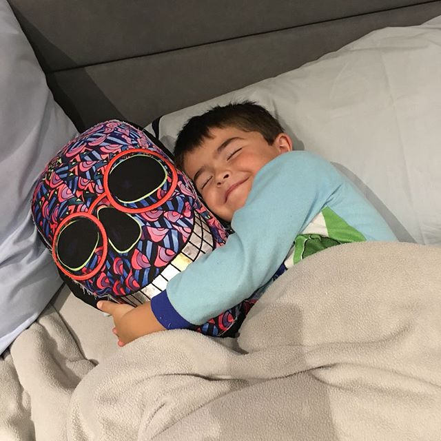 Dear Ikerin hugging his Cleta pillow! Soooo cuteee!!! Cleta was the first skull I made. Happy with the results I decided to make 20 original collectable pillows based in her design.  Thanks for the pic! Te amo @carla_lascu