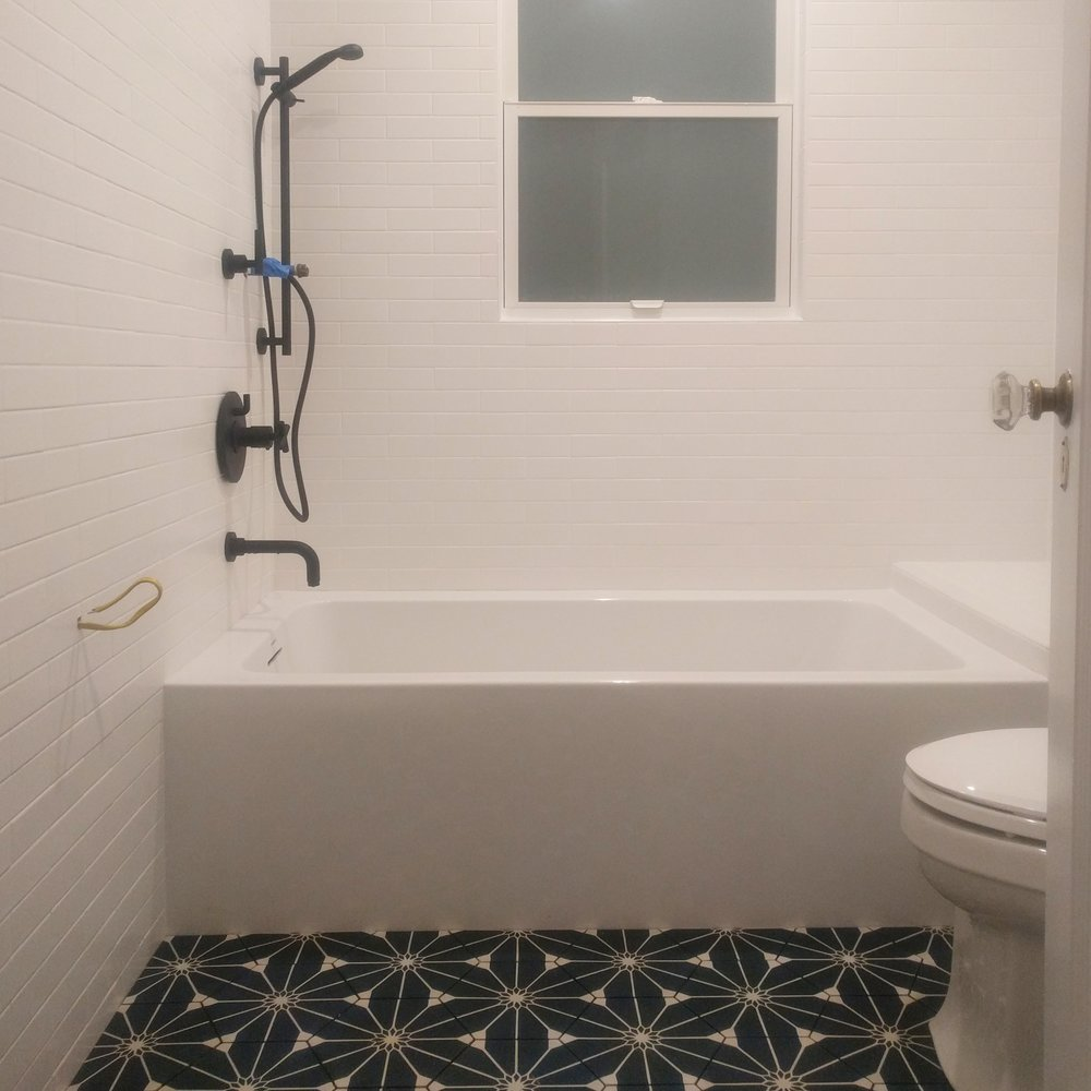 The (unfinished) bathroom, before the grout.