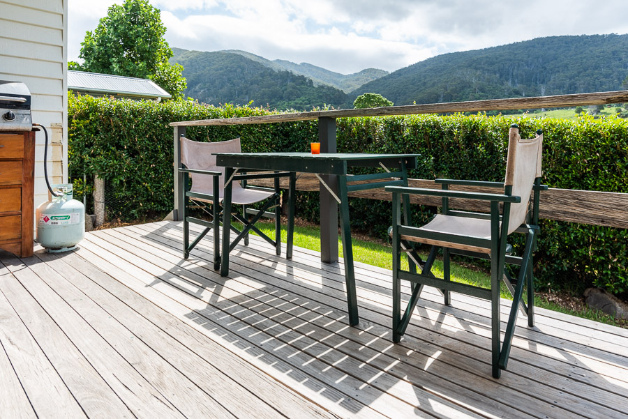 The Palm Cottage: Deck, furniture and view over Gulaga.