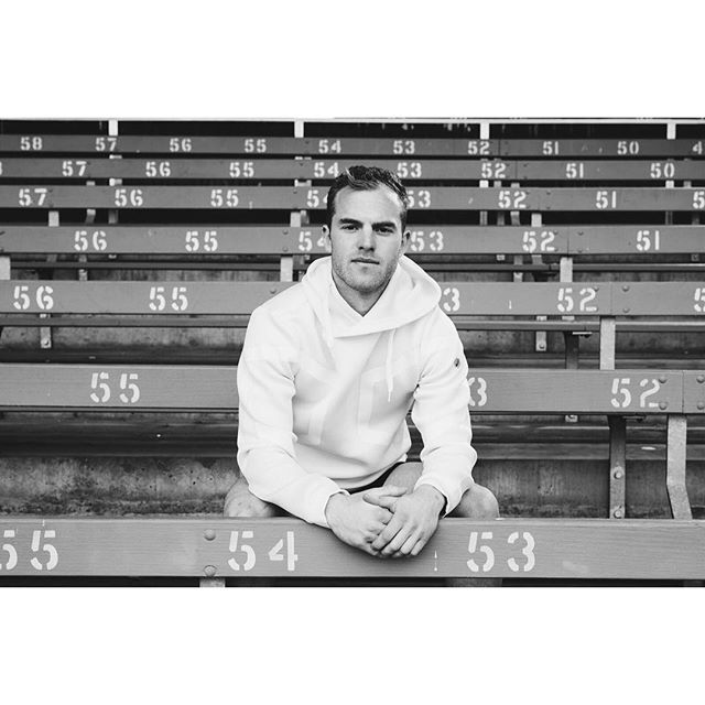 GOOD LUCK to this record breaking  legend! Grab that Charlie! @tommitchell6 I was fortunate to have a portrait opportunity in Melbourne this month with the Hawthorn midfielder. #brownlow2018 @hawthornfc He got over 50 touches twice this season and broke the record for most disposals with 54 touches against Collingwood.