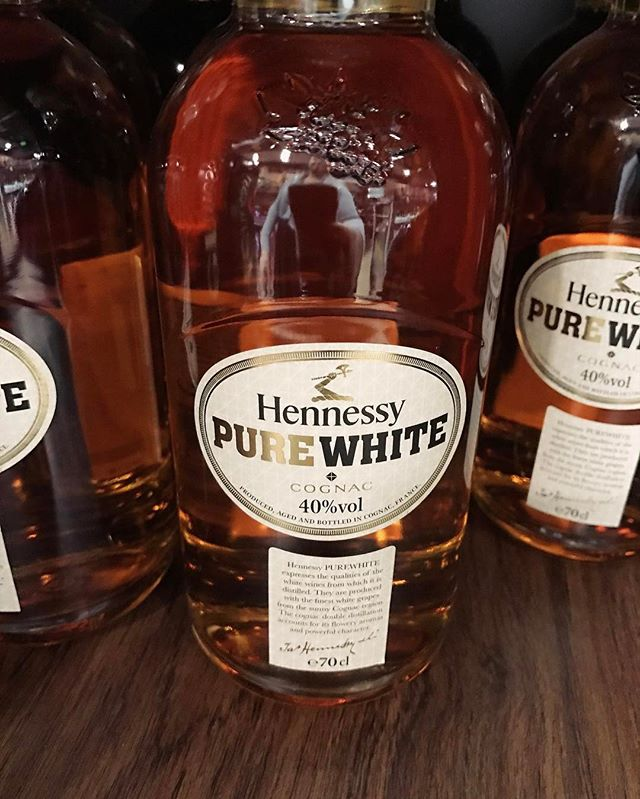 . Perks of travels. #costarica #PanamaLayover @hennessy  #purewhitehennessy _____ #whiskeylife #dapperedden  #eventexperiences  #theoriginalmobilemancave
