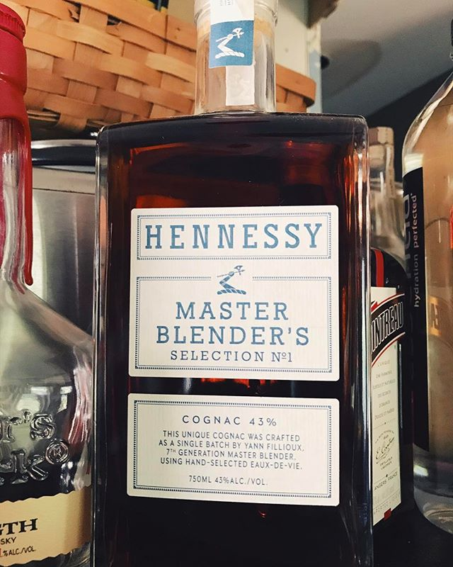 . What do you know about this? 🥃 #hennessymasterblenders  @hennessy  _____ #whiskeylife #dapperedden  #eventexperiences  #theoriginalmobilemancave