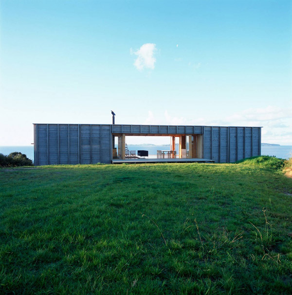 My favourite - an NZ house that can be private or opened right up. Image: Trendir