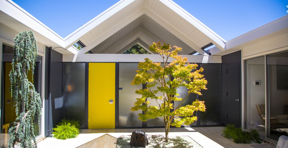 Interior courtyard. Photo: Eichler for Sale