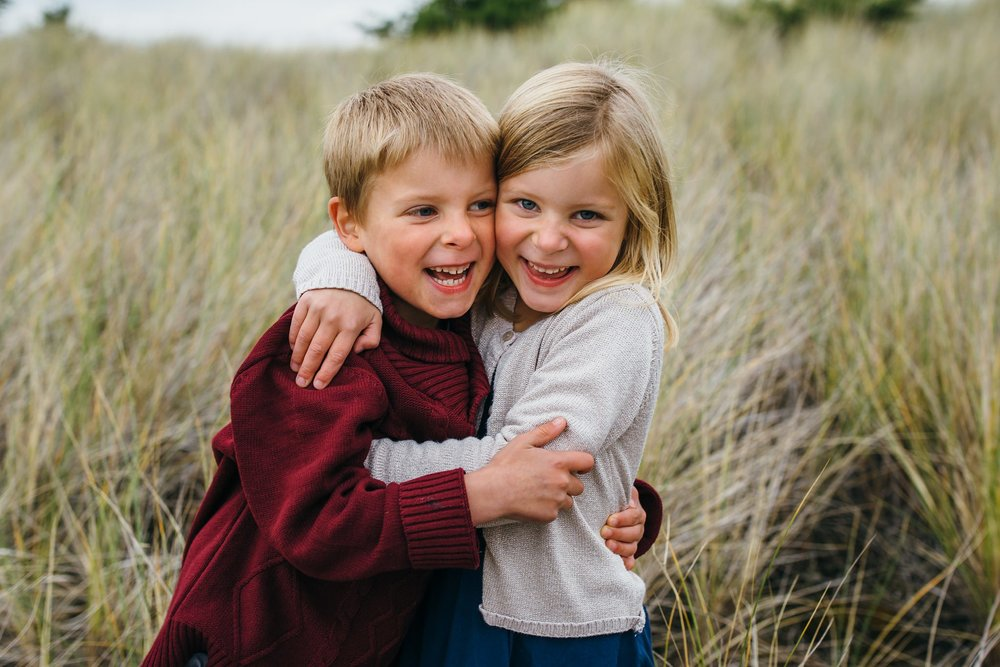 kara chappell whidbey island family photography twin siblings giggle during family pictures