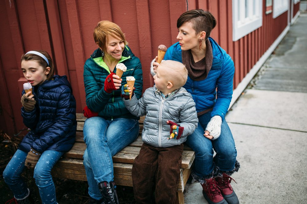 Whidbey Island family eats ice cream in downtown Coupeville | Coupeville, WA Family Photographer