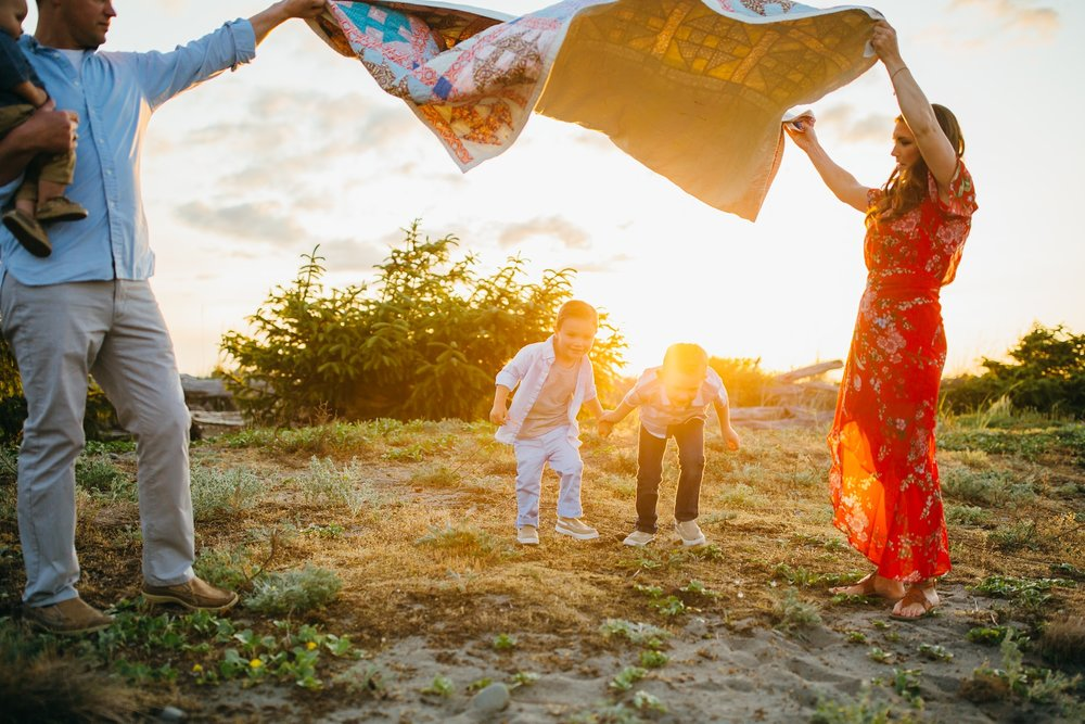 Parents play games with children on Washington beach | Whidbey Island Family Photographer
