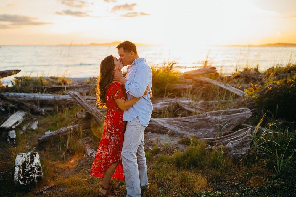 Couple kisses | Oak Harbor Family Photographer