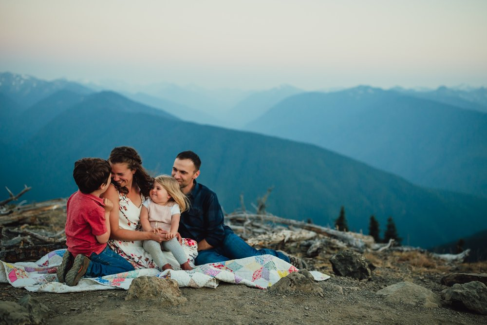 family sunset session at the top of hurricane ridge