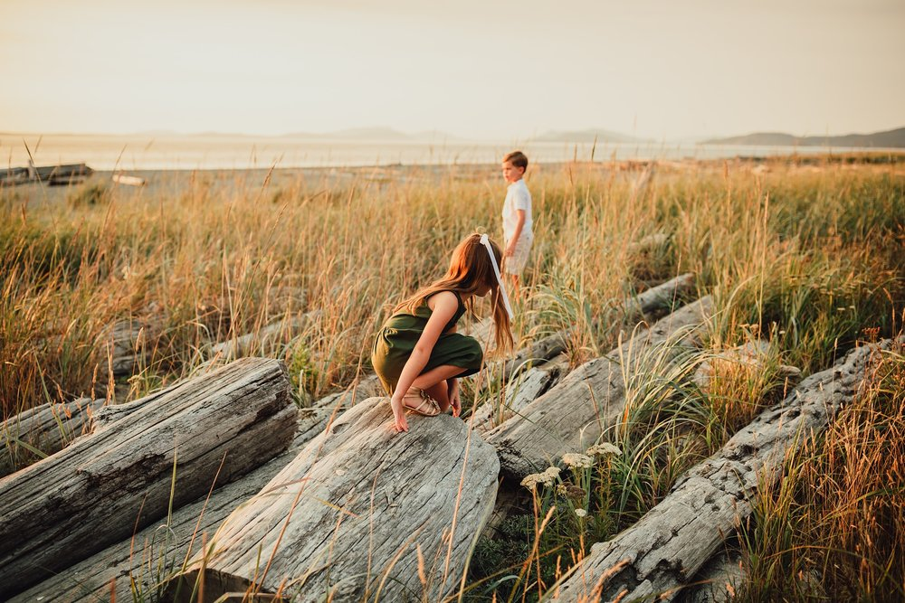 kids play at Cliffside beach during family photo shoot