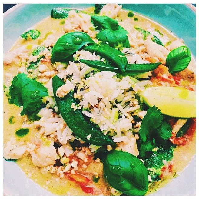 Groene  curry bowl  met kip en kokos @thijs.kevin