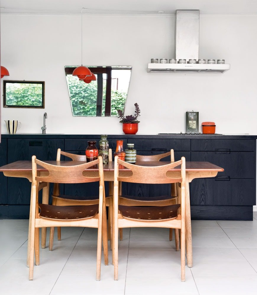 Gorgeous vintage AT310 dining table and CH52 chairs by Hans Wegner. Both designs from 1952.