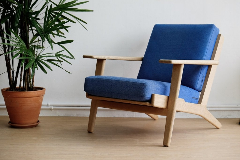 GE 290 easy chair designed in 1953 and still in production today by Getama. Perhaps one of Wegner's most recognizable designs. Widely known as the plank chair as well. Photo © Noden
