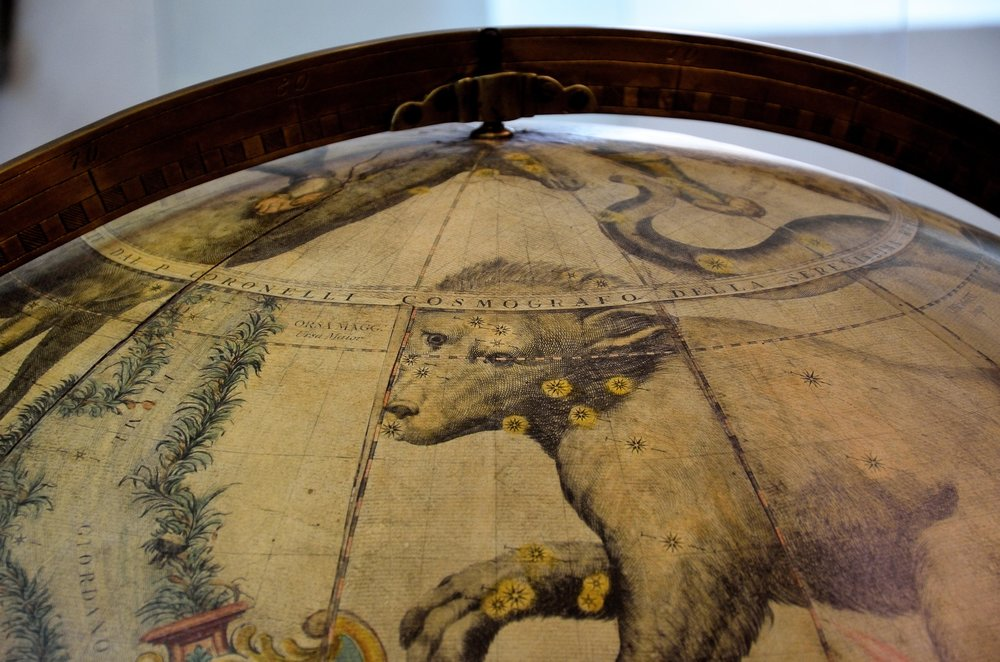 Il muso dell'Orsa Maggiore attraversato dal Circolo Polare Artico   Francesco Coronelli, Globo Celeste/ Celestial globe  1683  Ristampa del 1803 dai rami originali/ Edition 1803, engraved from the original plates   Venezia,Museo Storico Navale, Inv. N° 5935 Credits: Chiara Enzo and Marta Naturale, 2016