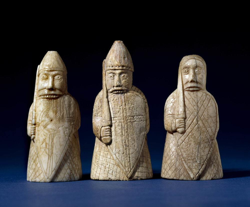 "Guerrieri/  Warriors    Figure da un gioco di scacchi in tricheco/ Pieces from a chess set in walrus ivory (""The Lewis Chessmen"")   Norvegia/ Norway , 1150- 1200 ca.  London, British Museum (trovati / found in : Lewis, Scotland), No. 1831, 1101.123"