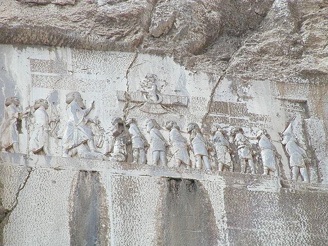 Behistun-Inschrift welche die Siege und Erreignisse während Dareios Machtergreifung zelebriert(Foto: Hara1603, Wikimedia Commons)