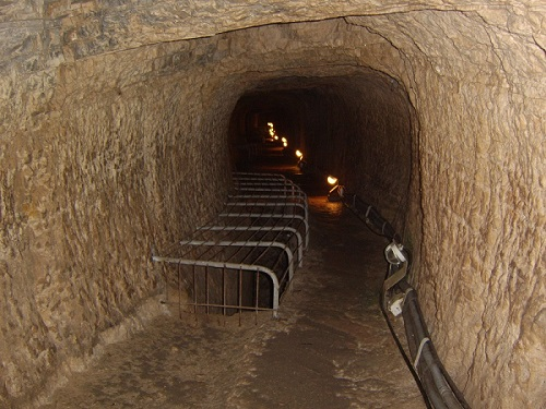 Tunnel des Eupalinos aus dem 6. Jhdt. v Chr auf Samos.(Foto: Autor)